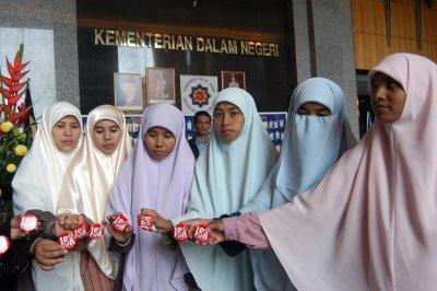 Gambar Bogel Aksi Gadis Bertudung Labuh   Melayu Boleh.Com