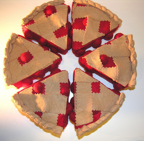 ... will find free tutorials like the adorable cherry pie pictured above