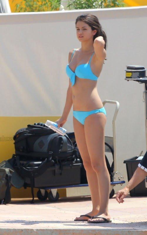 Devily Gomez SelenaGomez-BikiniMonteCarlo-BDK01