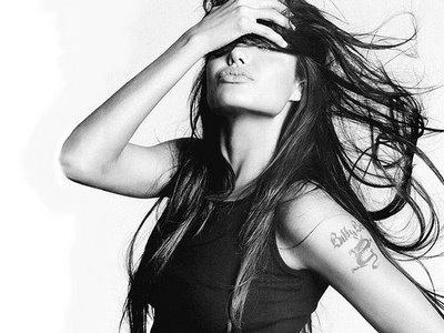 http://3.bp.blogspot.com/_dBZ9K6JKMsw/TJjNfcT_pWI/AAAAAAAAAMo/4H6PnIapP9w/s1600/Angelina+Jolie+hair+style.jpg