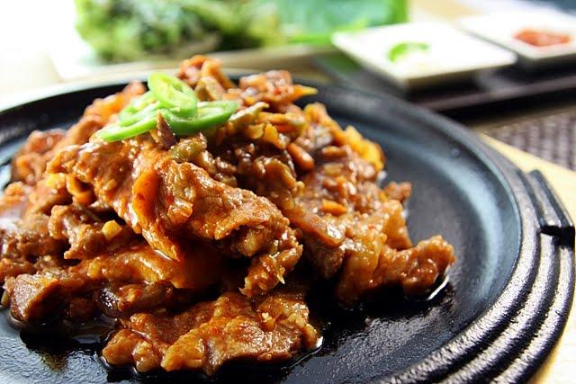 Korean Gourmet ::Jeyuk-bokkeum / dwaejigogi-bokkeum (제육볶음)