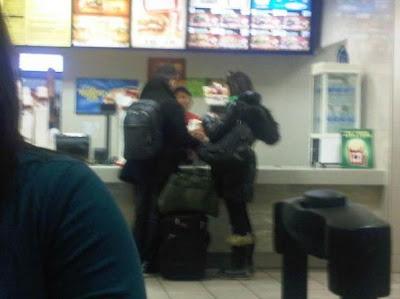 http://3.bp.blogspot.com/_dISkoprgqWc/TReyAtEgriI/AAAAAAAAE9s/Oii20NqaGHA/s1600/Joe-and-Ashly-Burger.jpg