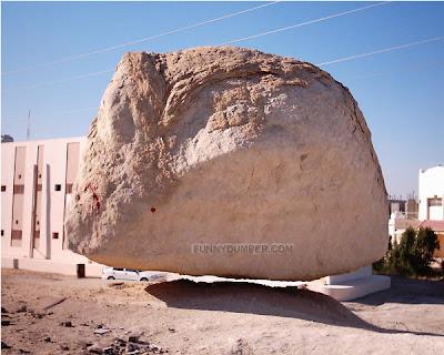 Batu Melayang