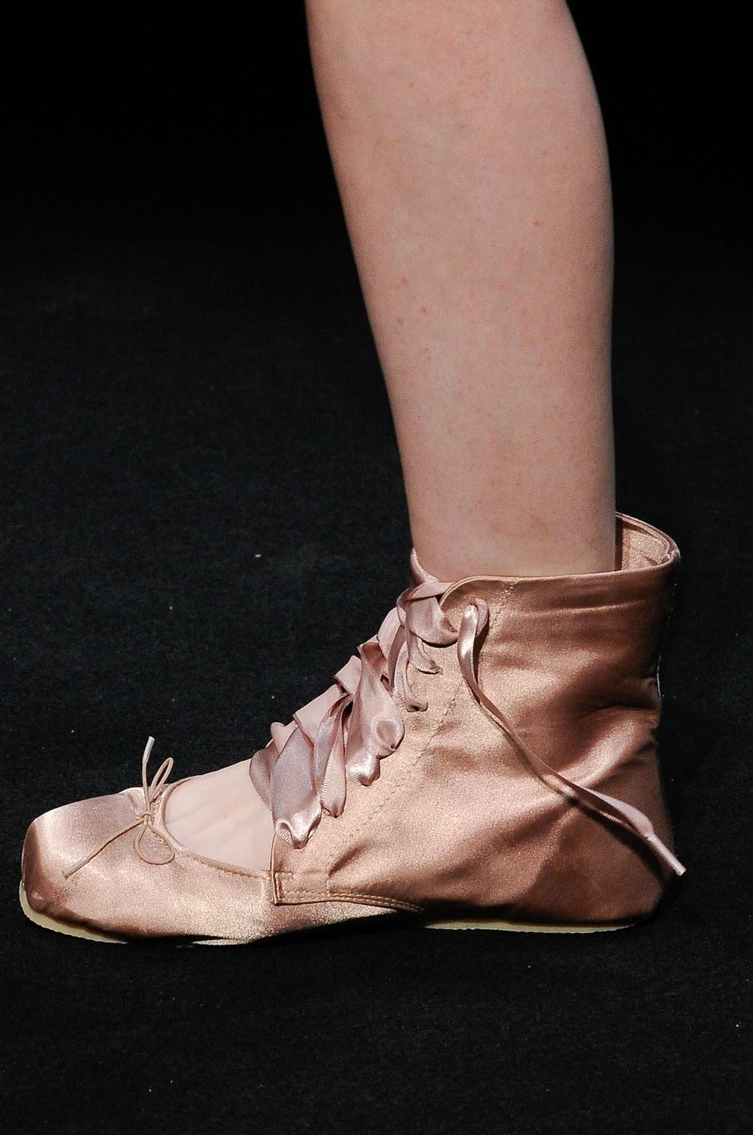 http://3.bp.blogspot.com/_dKyx_HOMpWE/TVB9e2s1DNI/AAAAAAAAMmM/OukBQJcCuDs/s1600/balletmb.jpg