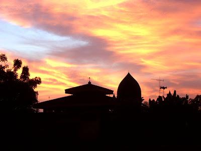 http://3.bp.blogspot.com/_dNB_uH15apE/Sv_t29kWOkI/AAAAAAAAAEg/bfYYUZldjC8/s400/Masjid_Indramayu_by_ctlz.jpg