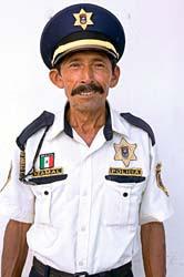 Simbolismo luciferiano usado pelas polícias do mundo inteiro