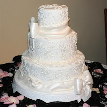 Bows and Lace Wedding Cake