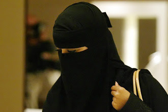 http://3.bp.blogspot.com/_dOHeDN4ALcU/TD3oSPbLIOI/AAAAAAAACDo/fXuWPW9spwM/s400/niqab10.jpg