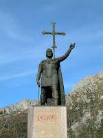 Estatua en honor a Don Pelayo