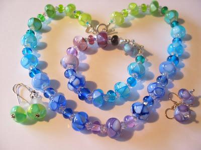 http://3.bp.blogspot.com/_dQ7xuCbPQjo/SI82v4NGB6I/AAAAAAAAA8Q/H4XGz7wJB2c/s400/Green-blue-purple-violet%2Blotus%2Bflowers%2Bon%2Btransp%2BSet.JPG