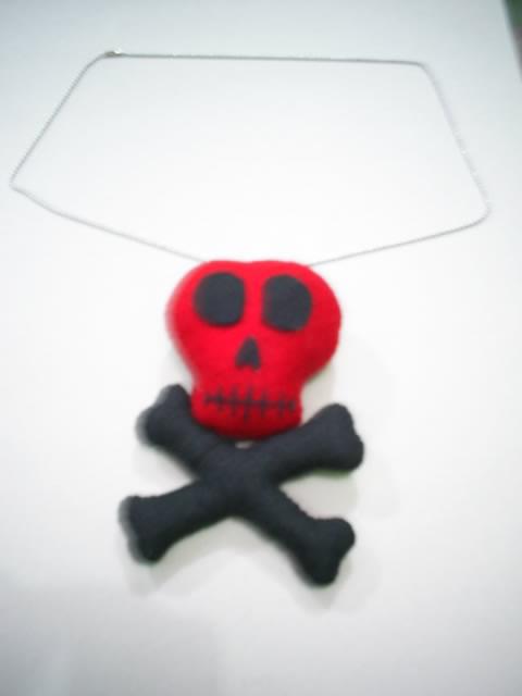 bandul kalung terbuat dari kain flanel flet dan isinya dari dakron