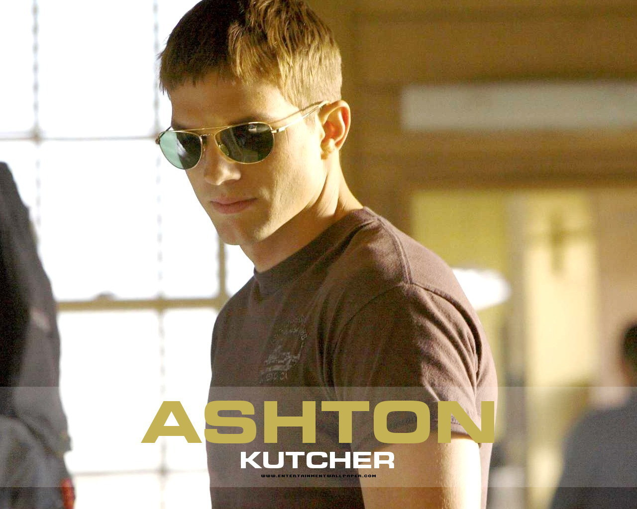 http://3.bp.blogspot.com/_dRwDJbOL9k4/SwwnvvAOFTI/AAAAAAAAB_8/somxRZ_x5Eg/s1600/Ashton-Kutcher%2B(5).jpg