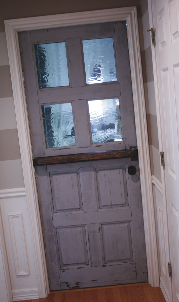 Dutch door how to make a dutch door from interior door for Half door ideas