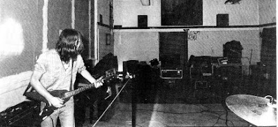 Neil Haggerty and his Flying V from the booklet to Historia de la Musica Rock