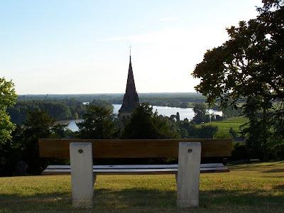 pidic encadrees photographie photoblog amateur bordeaux gironde avec vue eglise banc repos assis