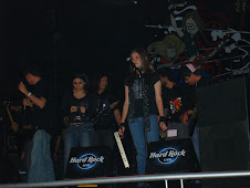 2007 Nov 22 - Leslie canta en Hard Rock