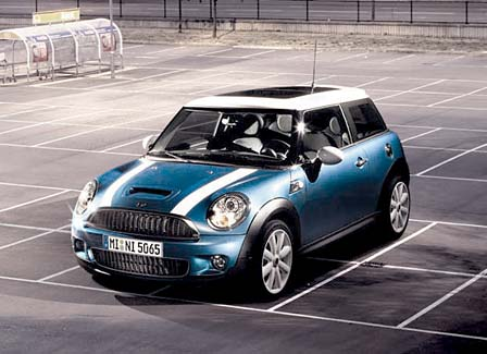MINI COOPER CUTE And STRONG inside car 2