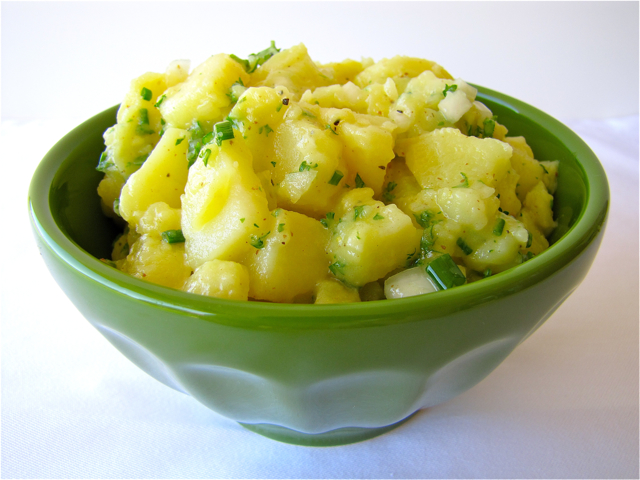 Susis kochen und backen adventures oma ingrids german potato salad this salad is very simple but full of flavor it starts by cooking whole yukon gold potatoes or any other waxy potato variant in their skin by steaming ccuart Choice Image