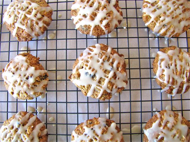 Susi's Kochen Und Backen Adventures: Iced Oatmeal Applesauce Cookies