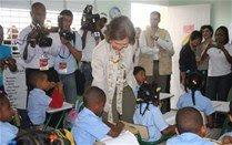 Reina Sofía visita escuela Villas Agrícolas