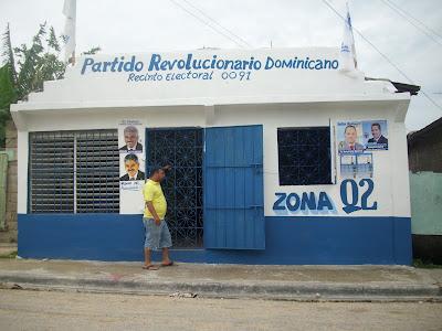 Desconocidos pintan de negro local PRD en barrio Cancino Adentro