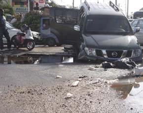 Mal estado tramo carretera Mella provoca accidente en hora pico