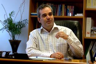 Luis Abinader  pide a Miguel Vargas escuchar voces sensatas