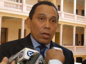 Procurador manda investigar denuncias contra fiscales