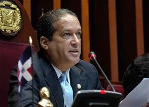 Reinaldo Pared instruye para que dejen sin efecto aumento de sueldo a senadores