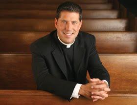 El Padre Alberto Cutié ya es papá