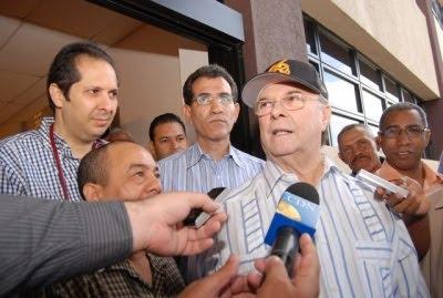 Corriente de Hipólito dice encuestas lo colocan arriba en convención PRD