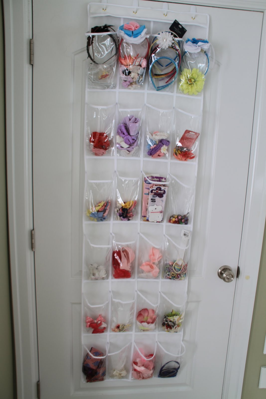 How to organize hair bows - I Tried To Find A Way To Organize My Girls Hair Bows Elastics Head Bands Etc I Wasn T Ever Able To Find A Solution That Worked For All Of Them Together
