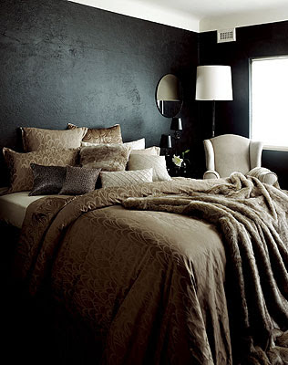 Feast of my soul dramatic black bedrooms for Dramatic beds