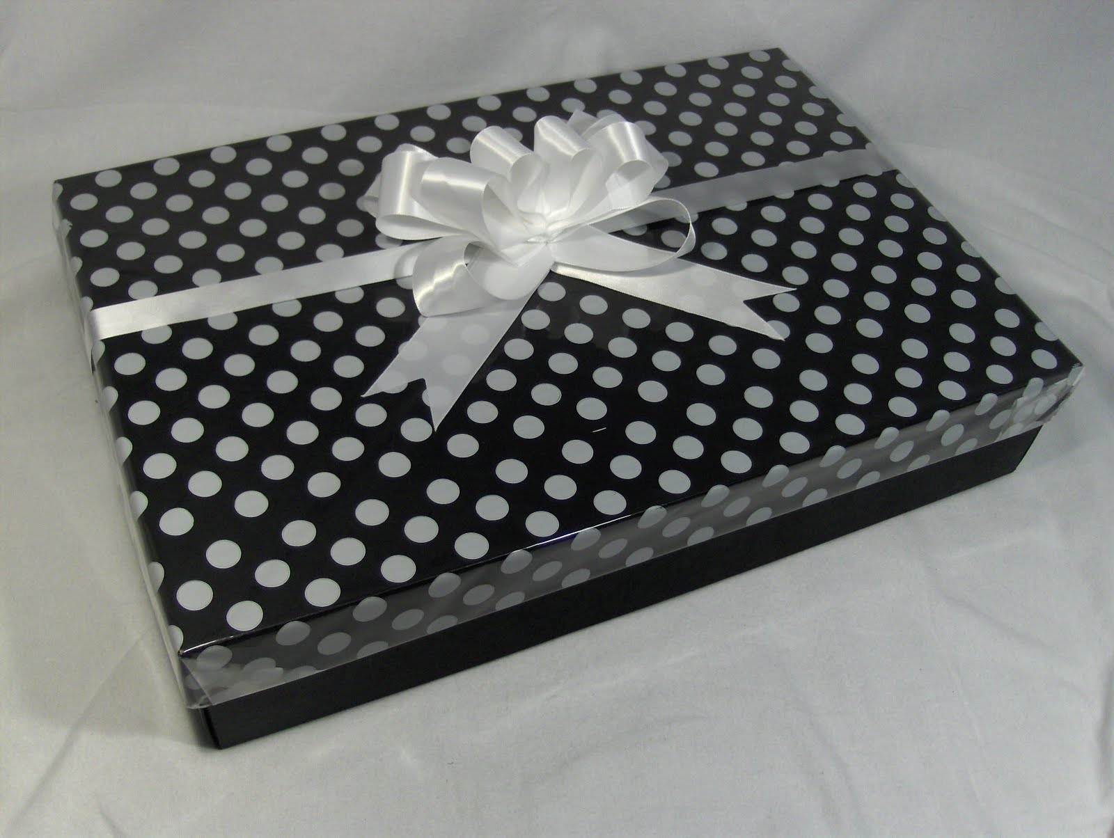 Gift Wrapping With Cellophane Packaging Store
