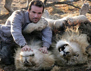 lion whisperer kevin richardson 3 10 Manusia yang Memiliki Kelebihan Paling Unik di Dunia