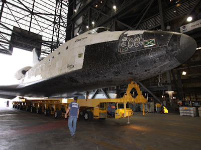 Space shuttle Atlantis arrives in the Vehicle Assembly Building