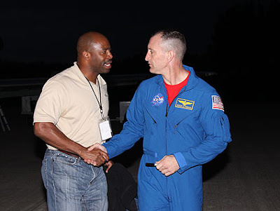 Mission Specialist Leland Melvin and Commander Charles O. Hobaugh