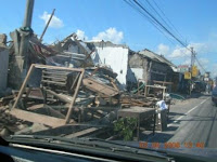 This damage condition are easy found along the road in Klaten and Yogyakarta (right photo) - Dejavato Indonesia