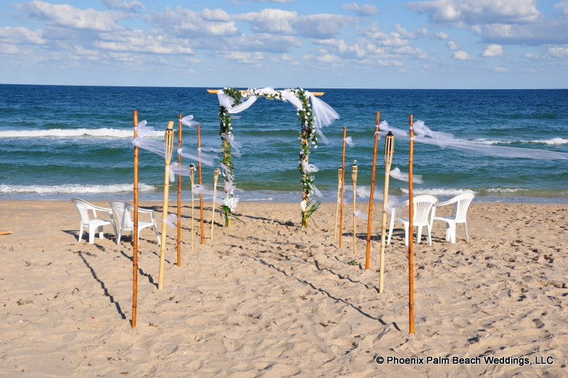 We offer these decorated arches for rentals in Palm Beach County as well as