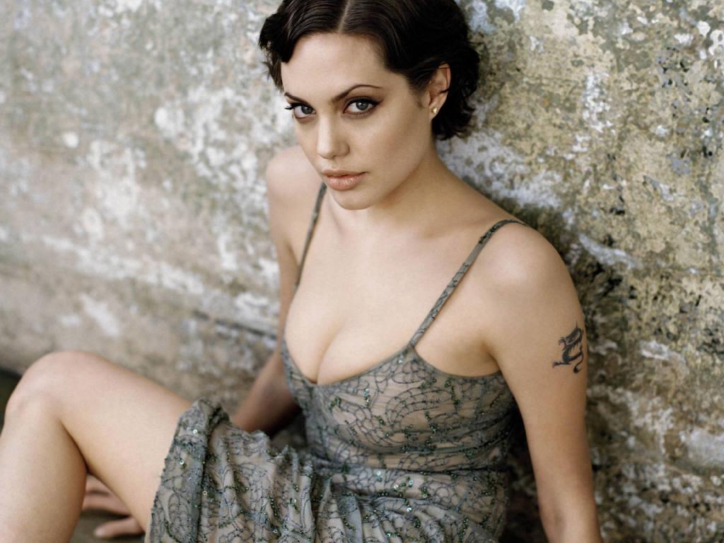 http://3.bp.blogspot.com/_diuasmhC3S0/TJRjy8UxOcI/AAAAAAAAEIU/PK3XUBG6_Zs/s1600/Angelina-Jolie-72.JPG
