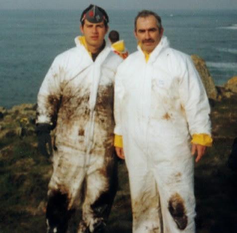 Subteniente Lozano y su hijo el artillero Rafael Lozano en la costa gallega