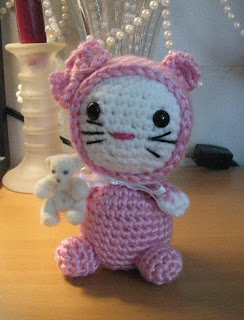 Mini Hello Kitty Amigurumi Patron : Arminas Ami-Nals: Amigurumi Kitty in Jammies