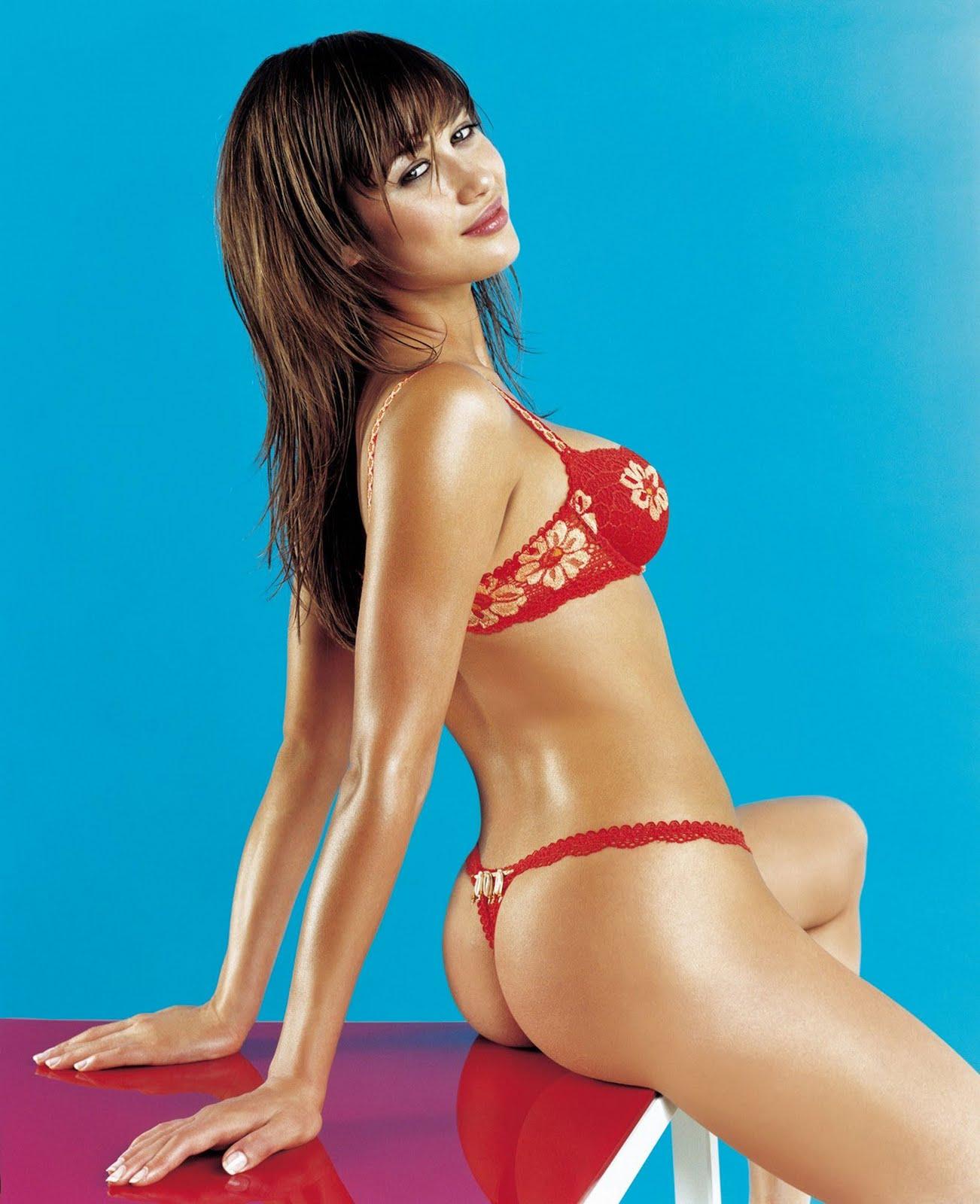 http://3.bp.blogspot.com/_doD9zaUq_u8/TA8WO5QmM7I/AAAAAAAAAOc/n_1ADxTtS8k/s1600/olga-kurylenko-james-bond-underwear-lingerie-midriff-nipple-show-sammy-braddy-boob-naked-nude-carol-alt-kim-kardashian-sex-tape-1.jpg
