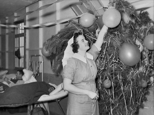 Christmas in Gaza, Palestine, 1941. V.A.Ds (Voluntary Aid Detachments) preparing their Christmas decorations at the 1st Australian General Hospital
