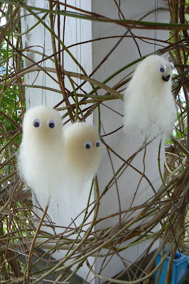Make a sweet little white wool roving Halloween ghost with your children