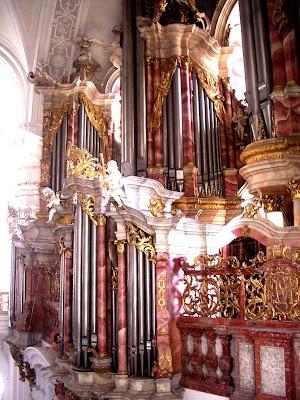 Weingarten_Basilika_Gabler-Orgel_von_Empore.jpg