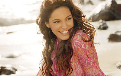 Kelly Brook Pictures