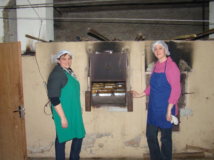 Jucemara e Sandra arrasando nos fornos das lasagnas
