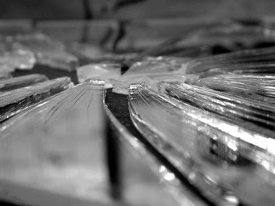 kırık cam ayna