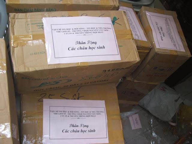 Tổng cộng hơn 1300 xuất quà cho các cháu học sinh. 3 thùng vở giáo án,  bút trị giá 500kĐ/thùng, một số sách tham khảo, đồ mặc cũ để chuyển giao  cho nhà trường.